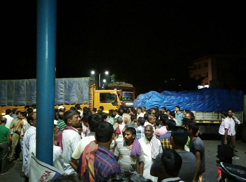 Truck Driver beaten, Collecting of Chandas or Donations forcefully in Siliguri going on..