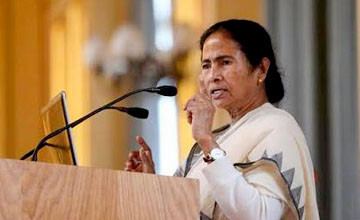 Mamata fires salvo at Centre over funding to WB